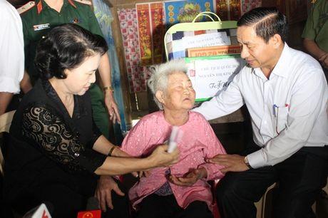 Chu tich Quoc hoi: Tap trung giup dan khac phuc hau qua, khoi phuc SX, som on dinh doi song - Anh 3