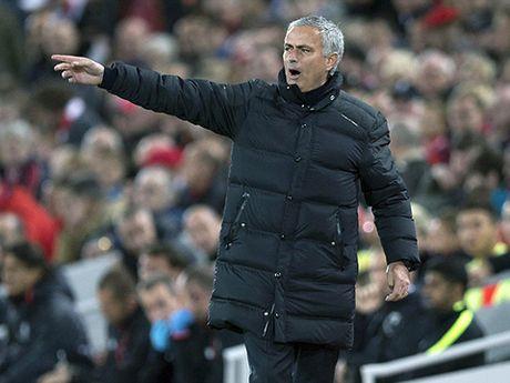 Mourinho: O Man United, ho khong can xe bus - Anh 1