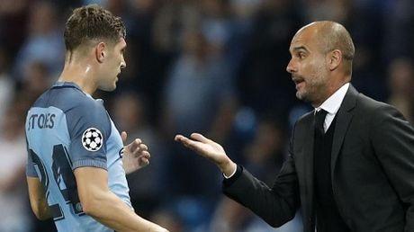 John Stones thach thuc Lionel Messi, de cao ban nang cua Luis Suarez - Anh 1