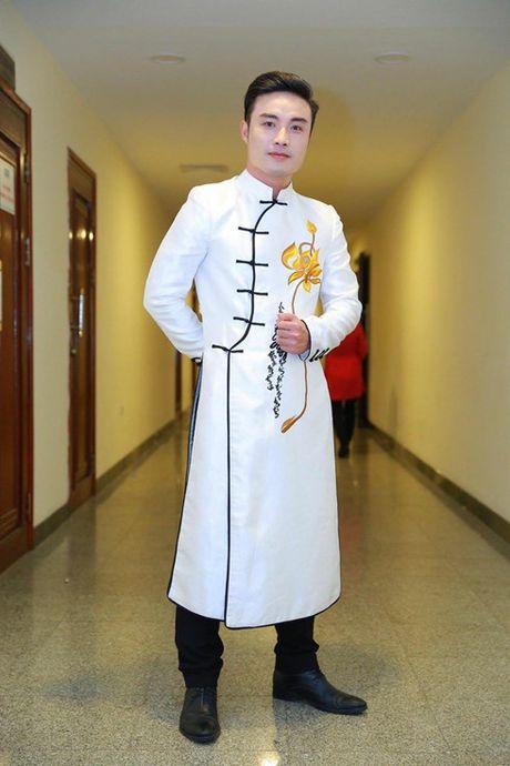 Nghe si Quoc Phong - guong mat moi cua lang cheo - Anh 1