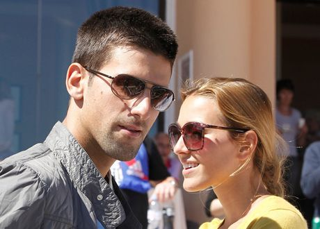Nu dien vien xinh dep khien gia dinh Djokovic co nguy co do vo - Anh 7