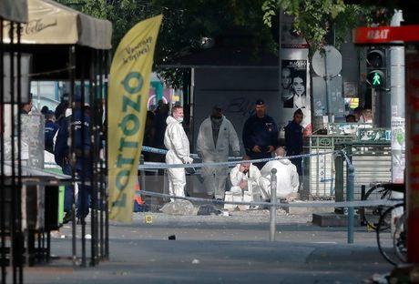 Hungary bat giu nghi can danh bom o Budapest hoi thang truoc - Anh 1