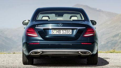 BMW 5-Series va Mercedes Benz E-Class: Ai bao hon ai? - Anh 5