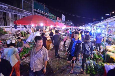 Thi truong hoa 20/10: Gia tang gap 3 van chay hang - Anh 1