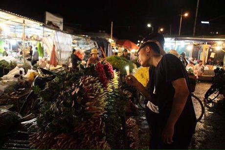 Thi truong hoa 20/10: Gia tang gap 3 van chay hang - Anh 4