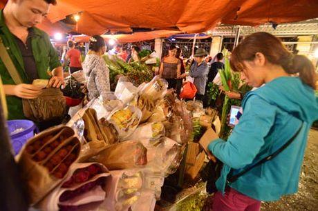Thi truong hoa 20/10: Gia tang gap 3 van chay hang - Anh 5