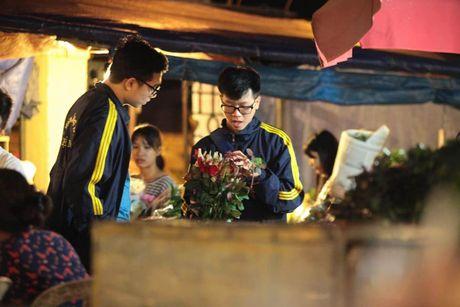 Thi truong hoa 20/10: Gia tang gap 3 van chay hang - Anh 7