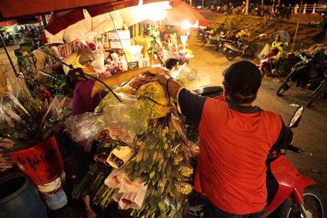 Thi truong hoa 20/10: Gia tang gap 3 van chay hang - Anh 9
