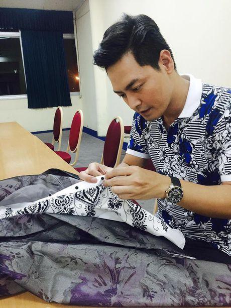 Khong dien vest, MC Phan Anh van 'soai ca' nhu thuong - Anh 13