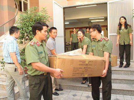 V21 - Bo Cong An chung suc huong ve mien Trung - Anh 3