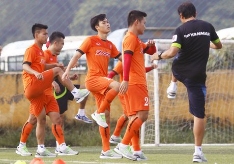 Que Ngoc Hai kip binh phuc de tham du AFF Cup 2016 - Anh 1