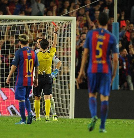 Messi lap hattrick, Bravo nhan the do, Pep Guardiola tiep tuc nhan trai dang trong ngay tro ve - Anh 3