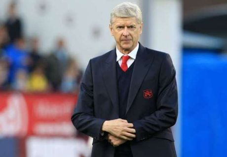 Huy diet Ludogorets, HLV Wenger cat loi canh tinh cac hoc tro - Anh 1