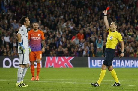 Goc chien thuat: 'High press' cua Pep tat dien truoc Messi - Anh 2