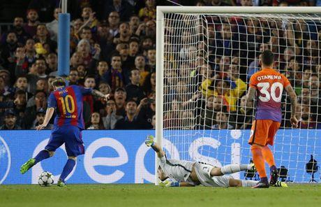 Goc chien thuat: 'High press' cua Pep tat dien truoc Messi - Anh 3