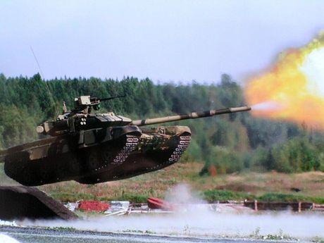 Dai ta QDND Viet Nam noi gi ve xe tang T-90 Nga? - Anh 2