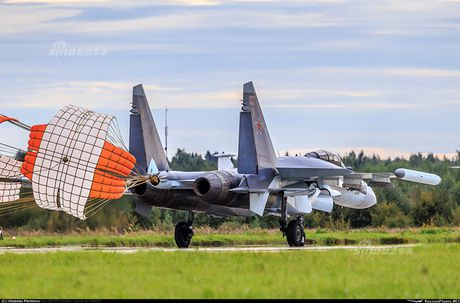 Anh 'nong' Nga day Trung Quoc lai tiem kich Su-35 - Anh 4