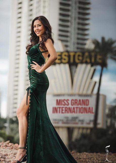 Nguyen Thi Loan lot top 10 trang phuc dan toc Miss Grand International - Anh 3