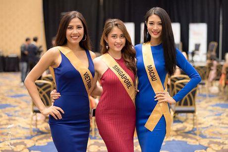 Nguyen Thi Loan lot top 10 trang phuc dan toc Miss Grand International - Anh 5