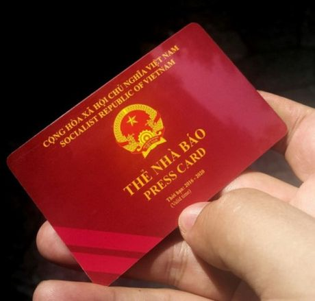 Mot phong vien bao Nong thon ngay nay bi thu hoi the nha bao - Anh 1