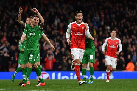 Champions League: Ozil ruc sang, Arsenal nghien nat Ludogorets - Anh 3