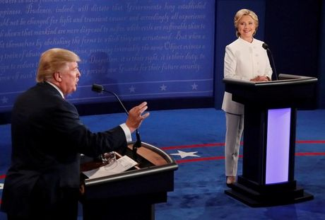 "Ong Trump goi ba Clinton la ""tham hoa"" trong cuoc tranh luan cuoi cung - Anh 1"