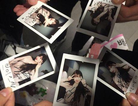 Suzy gay soc khi chi tien tui mua qua khung tang fan - Anh 4