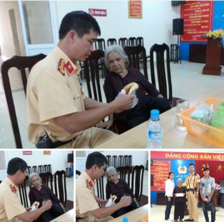 Doi CSGT so 4 tan tinh giup do cu gia di lac tu Thanh Hoa ra Ha Noi - Anh 1