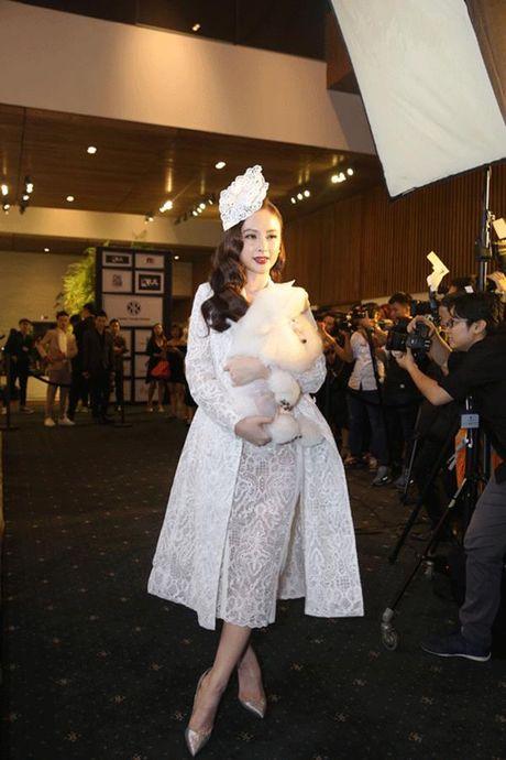 Bi mang tieng choi troi de 'lam mau', Angela Phuong Trinh phai len tieng - Anh 1