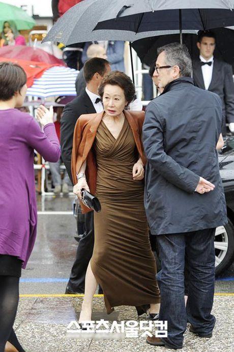 Style 'khong mang tuoi tac' cua nu dien vien U70 xu Han - Anh 9