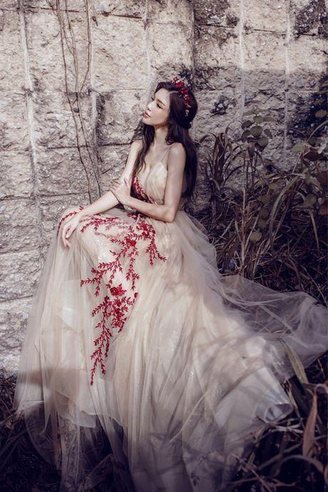 Elly Tran dep nhu tranh voi duong cong ao dieu - Anh 9
