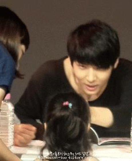 Anh mat 'ngot nhu duong' cua loat idol Kpop khi nhin fan - Anh 10