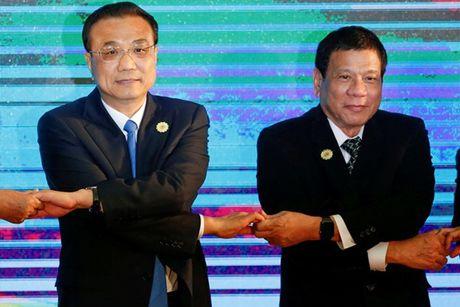 AP: Philippines dang bat chap de lam than voi Trung Quoc? - Anh 1