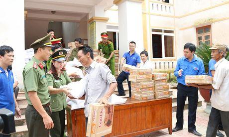 Den voi nhan dan vung lu Huong Khe - Anh 2