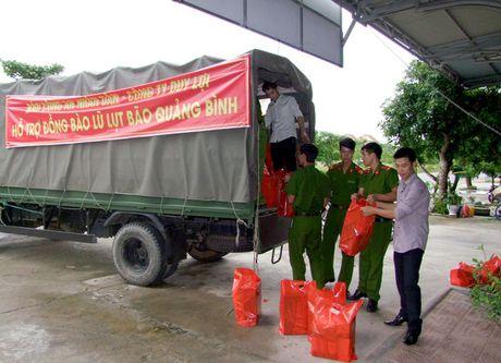 Bao CAND va Cong ty Duy Loi tiep tuc ung ho dong bao vung bao lu Quang Binh - Anh 1