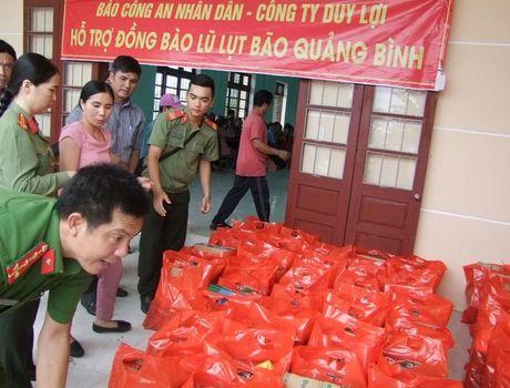 Bao CAND va Cong ty Duy Loi tiep tuc ung ho dong bao vung bao lu Quang Binh - Anh 3