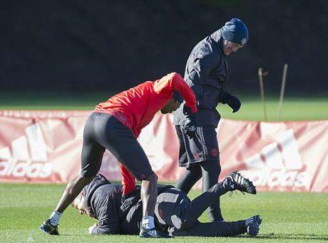 """Chuan bi Europa League, Rooney hoc """"danh lon"""" - Anh 2"""