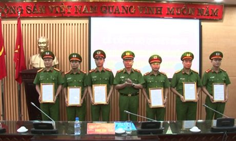 Cong an Ha Noi: Dieu dong 13 can bo ve giu chuc vu Truong Cong an xa - Anh 3