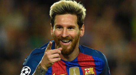 Messi loai bo doi thu truyen kiep CR7 tren dau truong Champions League - Anh 1