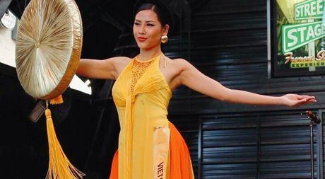 Nguyen Thi Loan lot top 10 trang phuc dan toc dep nhat Miss Grand International 2016 - Anh 1