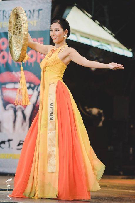 Nguyen Thi Loan lot top 10 trang phuc dan toc dep nhat Miss Grand International 2016 - Anh 4