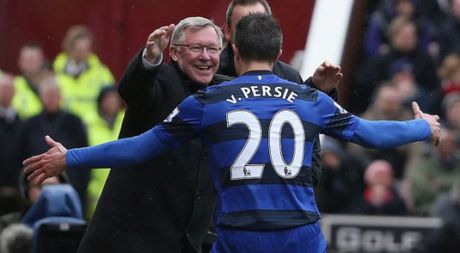 Van Persie sa sut phong do vi HLV Alex Ferguson nghi huu - Anh 1