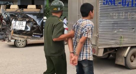 Cau be 13 tuoi lan dau lai o to gay tai nan dang so o Bac Giang - Anh 1