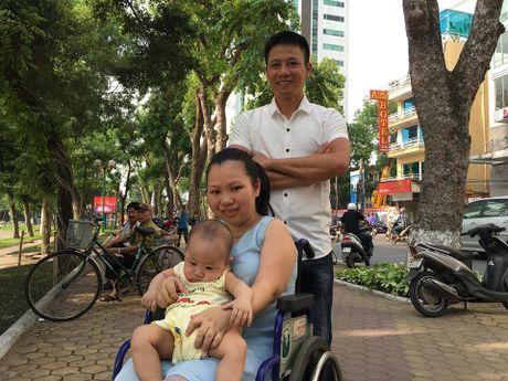 Ngon lua thap sang cho nguoi phu nu khuyet tat Do Thu Huong chinh la gia dinh - Anh 1