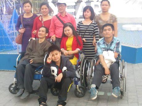 Ngon lua thap sang cho nguoi phu nu khuyet tat Do Thu Huong chinh la gia dinh - Anh 2