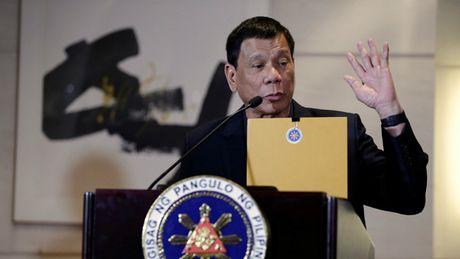 Tong thong Duterte bat ngo noi phan quyet ve Bien Dong chi la mau giay - Anh 1