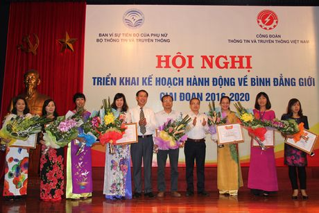 Phu nu nganh TT&TT: Phat huy truyen thong 'anh hung, bat khuat, trung hau, dam dang' - Anh 2