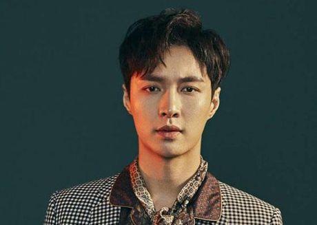 Lay (EXO) de nghi fans khong do loi cho cong ty SM trong vu bat tinh o san bay - Anh 1