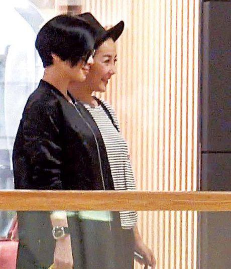 Ly Nha Ky tran ngap bao HongKong khi sanh buoc ben sao TVB Xa Thi Man - Anh 5