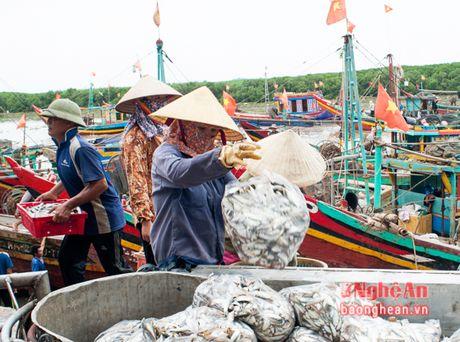 Xuc dong nu cuoi nhung nguoi phu nu tan tao muu sinh - Anh 4